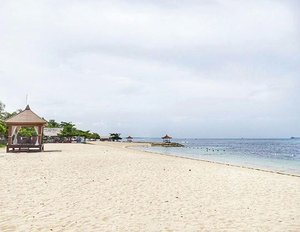 Enjoy your honeymoon here 👫 Make sure you're not afraid of the sun 😄 #theRoyalSantrian #hotel #resort #luxury #villa #Bali #TanjungBenoa #NusaDua #honeymoon #beach #beachsand #sea #bluesea #travel #traveler #travelling #trip #lifestyle #wonderfulIndonesia #pesonaIndonesia #clozetteid #clozetteambassador