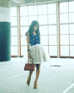 Fashion is what you buy, style is what you do with it 😉 #style #ootd #blue #kutubaru #jumputan #kawung #skirt #rattanbag #heels #shoes #ootdshare #girl #ootdindo #ootdmagazine #parkinglot #fashion #fashionista #fashiondiaries #lookbookIndonesia #lifestyle #clozetteambassador #clozetteID @clozetteid