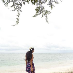 Alone but not lonely👼 #holiday #gilitrawangan #beach #lombok #Indonesia #lombokituindah #wonderfulIndonesia #earthday #saveourplanet #savebeach #lookbookIndonesia #beritafashion #ootd #ootdindo #ootdmagazine #floraldress #hat #whitesand #sand #wind #vacation #sea #fashion #fashionista #fashiondiaries #dandansenin #lifeisbeautiful #lifestyle #fashion #ClozetteAmbassador #clozetteID @clozetteid