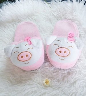Cute overload miss piggy 😍 Let's sleep~ #sleepersandal #sandals #cute #pig #misspiggy #sleep #fashion #lifestyle #clozetteid