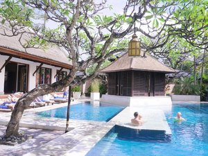 Family's chillin' 🏊 #resort #hotel #swimmingpool #relax #family #chillin #interiordesign #design #art #purisantrian #travel #traveling #traveler #holiday #bali #sanur #trees #wonderfulIndonesia #PesonaIndonesia #lifestyle #clozetteid