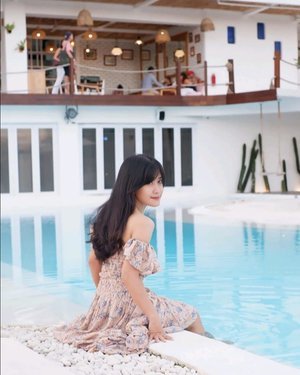 ☺️ . #canggu #Bali #swimmingpool #pool #hotel #relax #chill #alternativebeach #travel #traveling #trip #photooftheday #pictureoftheday #clozetteid