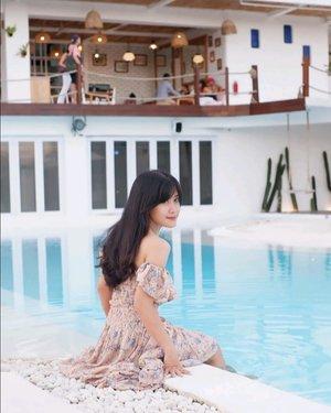 ☺️ . #canggu #Bali #swimmingpool #pool #hotel #relax #chill #alternativebeach #travel #traveling #trip #photooftheday #pictureoftheday #clozetteid