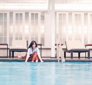Jakarta kolamnya biiruuu~ (posting ala gub. Anies)Kenyataan: banjir di mana-mana. Ada yang ga bisa keluar rumah. Ada yang mau kerja, bingung cari jalan alternative. Me one of them. 😬😬#clozetteid #swimmingpool #banjirJakarta