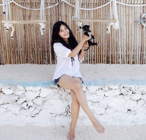 How's your weekend? Me, black and white! Woof woof!🐶 Meet the cutie, Sani..or Sunny 😛🐕💕 #weekend #puppy #cuteanimal #dog #cutedog #dogofinstagram #dogsofinstagram #girl #friends #nusaceningan #bali #wonderfulIndonesia #pesonaIndonesia #travel #traveling #traveler #thesandceningan #nusaceningan #restaurant #bar #cafe #culinary #hangoutplace #lifestyle #clozetteid