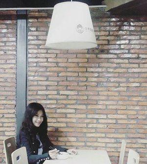 Miss me?  Jangan lupa makan siang, sayang~ Pura-pura juga butuh energi 😊 Have a great day😉 The first sentence is the restaurant's name actually😉 #cafe #restaurant #dinner #lunch #chinessefood #missme #shenzhen #china #jacket #brick #brickell #wall #lamp #designinterior #travel #traveler #traveller #traveling #clozetteid #clozetteambassador