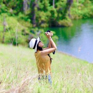 THE MEMORY OF YOU. Kabar duka dari Sentani, Papua. Dikabarkan banjir bandang telah menewaskan 89 orang, 159 luka, 74 hilang (berdasarkan kabar 6 jam lalu). Ini akibat hujan deras yang terus-menerus sejak Sabtu lalu.😢 . Mohon doa untuk saudara-saudara di sana, dan kalau berkenan ingin menyumbang bisa melalui organisasi-organisasi terpercaya, atau @kitabisacom 🙏 Semoga tidak ada tambahan korban lagi ya, dan mereka yang di sana bisa bertahan.🙏 . These are memories from the land, Sentani-Papua. This land has such a really beautiful lanscape and nice people! Never forget ❤️ . #prayforSentani #prayforPapua #papua #sentani #Indonesia #travel #traveler #traveling #clozetteid #wonderfulIndonesia #pesonaIndonesia #lake #lakesentani #danausentani #emfotelake
