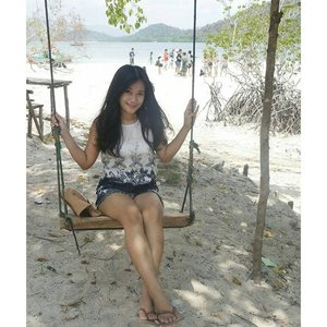 Swing~ @ Kelagian island! 🙌 #pesonaIndonesia @indtravel trip day 2 This is one of famous beach in Lampung, not far from Jakarta. Look at the gradation of the beach! 😍 You can dance with nemo fish, snorkeling with clear soft coral and its view of mountain, feels smoothy sand in the beach, and feels like private island.  #Kelagian #beach #Lampung #Indonesia #sea #travel #travelling #traveling #traveler #wonderfulIndonesia #photooftheday #saptanusantara #tree #ootdindo #ootd #ootdindo #ootdmagazine #travelinstyle #shortjeans #hat #sandal #clozetteambassador #clozetteID @clozetteID