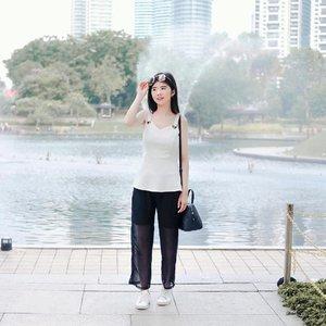 Cuma mau bilang bentar lagi weekend, semangat ya kerjanya ☺️ . . . . . #clozetteid #exploremalaysia #mytravelguide #letstraveltiff #ootdindo #lookbookindonesia