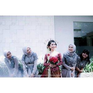9 years and beyond💖 Gak nyangka ya orang yang dulu kelasnya sebelahan pas SMP ini bisa bikin gue rela ke Semarang demi momen berharga dia.I'm so proud of you nan. Wish this is a start of something beautiful💕(Mohon abaikan qomuk yg semakin tak terkontrol di setiap swipe)#bridesmaids #bridesmaidsdresses #bestfriendgoals #clozetteid