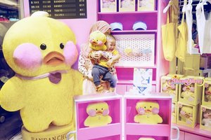 """[PART 3/3 #ZaydenXFanfanchuu] Mommy: Mommy know you would like @fanfanchuu since the first time mommy saw him. because you like many kinds of ducks 🤣💛 also, somehow when I see him, he reminds me of you, but of course you are waaayyy more special, handsome, and cute in a human way! Maa Shaaallaah. hehe. it's just funny how every cute thing can remind me of you, honey. #Maa Shaaallaah #ArchieZayden..So glad that Fanfanchuu has his """"Airport"""" in HK too! I just found Fanfanchuu like, sooo recently through my friend @deahamdan 's post. haha. Thank you dea for sharing about him!..#fanfanchuu#chuuhk#chuukorea#chuuofficial#cafemimi"""