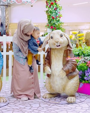 """Your Ears are definitely long and big, Mr. Benjamin ! 😮😮😮"" Benjamin Rabbit is the Cousin of Peter Rabbit 🐰🐰— #Throwback to when we visited ""Peter Rabbit's Garden"" on One Fine Day in April 😊🥕🐰 (It's a Seasonal Event on CityGate Plaza, Taikoo. We went there on April 1st, 2018, #ArchieZayden 10 Months Old). #benjaminrabbit #peterrabbit #beatrixpotter"