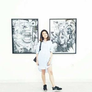 casual posing between the paintings. #ClozetteID