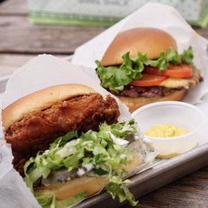 Trying out the infamous burger 🍔🍴.....#stevieculinaryjournal #japan #shakeshack #shakeshackjpn #burger #yummy #clozetteid