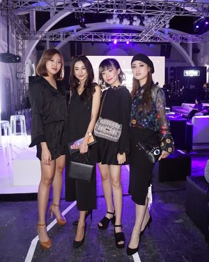 Us for tonight's @tresemmeid RUNWAY 2017 !!! We're all so ready for #TresemmeRunway ❤️ . . . #RunwayReadyHair #tresemmesquad #cottoninkxtresemme #ootd
