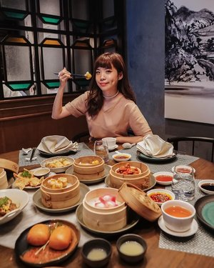 This took me back to my childhood Sunday brunch tradition. In my family our kind of Sunday brunch is not with pancakes & waffles but Yum Cha 🥢💛 Enjoying the galore of dim sum AYCE at @thechinesenational by @swissoteljkt !! Enjoy this super yummy yumcha for 138k++ , considering the food quality and ambience it's totally worth it!  . . - 📸 @priscaangelina . . . . . . . . . #clozetteid #yumcha #dimsum #lunch #oriental #exploretocreate #explore #stevieculinaryjournal #foodie #yum #lifestyle #photography #styleblogger