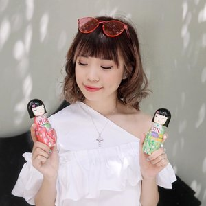 Contemplating between the two💕 which one is my fav? Check out my previous post 💛 @shinzuiume_id // 📸: @gianciana ..#collabwithstevie #umebodymist #bodymistharianmu