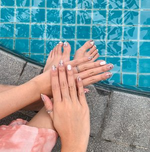Minimalist monochromatic nails by @dlook.beautybar to accompany my second round of quarantine 😉 .....Nails #nailart #style #flatlay #exploretocreate #pool #beauty #clozetteid #minimalist