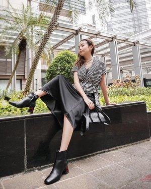 Black and White Monochromatic in @wework.rtw x @wulanwu 🤍 Not my usual colour palette but I love the edgy retro vibe.  . . . . . . . . . . .  #photooftheday #ootd #wiwt #steviewears #exploretocreate #clozetteid #ootdstyle #ootdinspiration #love #lookbookindonesia #fashionblogger #style #whatiwore #stylefashion #streetfashion #minimalist #streetinspiration #zalorastyleedit #throwback
