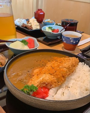 Craving for some more curry 🍛! Their lunch set is so worth it ❤️  . . . . . . #style #stevieculinaryjournal #foodie #yum #jktgo #japanese #curry #exploretocreate #clozetteid #japan