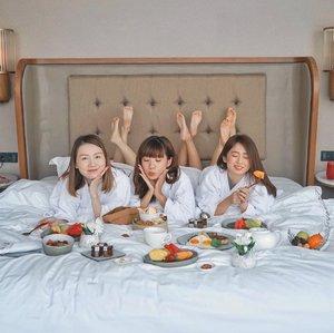 Wakey !! 😴 it's time for breakfast ❤️🍳.......... #style #collabwithstevie #beauty #clozetteid #ootd #whatiwore #steviewears #exploretocreate #gateaway #lifeofadventure #chasinglight  #sonyforher #wanderlust #artofvisuals #staycation