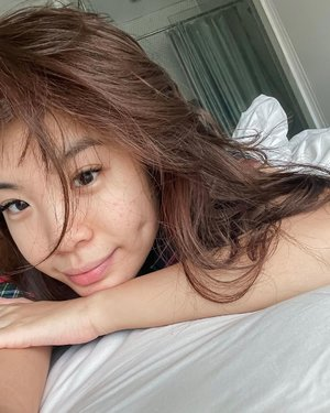 Raw 💕 im·per·fec·tion /ˌimpərˈfekSH(ə)n/ . . . 8 A.M. me :Messy hair, just woke up and my bare skin with acne scars. Although my skin isn't perfect yet but it's so much better. Living we often seek perfection which instead drives us even further away from it. The continuous effort to seek perfection is so superficial, it drives joy away and lead to the feeling of never enough. Gradually grow, evolves  but know that your imperfections, flaws, scars are what make you completely you! Embrace it and no one can use it against you🥰 . . . . . #skin #selfcare #selflove #me #acne #acnefighter #selfreminder #beauty #clozetteid #exploretocreate #nofilter #hello