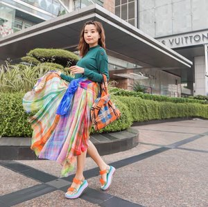 Casually twirling into Weekend 🥰 let's take a moment to adore my colourful skirt from @conditionsapplyuk ! Definitely a mood booster, the colours just made my day a little happier 😍 . . - 📸 @priscaangelina . . . . . . . . . . . . . #sonyforher #streetstyle #style #whatiwore #steviewears #pomelogirls #clozetteid #ootd #fashion #zalorastyleedit #love #london #exploretocreate #collabwithstevie