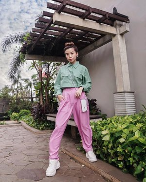 Mixing different colors is my favorite part of  styling�弘 IT lits up my mood to see different colours come to perfect harmony �均Wrapped in @atsthelabel �� Top is from @atsthelabel x @bliblifashion_id  collection while the lilac pants is from their Raya collection. . . . . . . . . . . #ootd #atsandme #style #whatiwore #fashionpeople #stayhome #zalorastyleedit #streetstyle #clozetteid #steviewears #streetphotography #exploretocreate #localbrand #workfromhome #explore