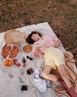 Calm the storm in your mind, with a grateful heart ❤️ Before a change of plan will bring me a lot of despair but now I learn that its a door to explore new possibilities. Stretch and Spread your horizons people 😘 ....#exploretocreate #picnic #pastel #love #clozetteid #steviewears #style #fashion #pizza #whatiwore #happy #localbrand #ootd #berries #flatlay #candid