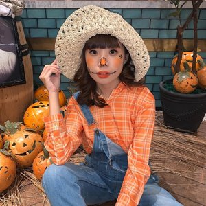 Introducing the Orange Scarecrow 😜🎃 Being experimental this #halloween season !! Tap for my #makeup #deets:.🎃 @shiseidoid  Synchro Skin cushion for Complexion .🎃 @benefitindonesia Eyeliner for stitches and scars .🎃 @thesaemid Blush and nose orange blush on .🎃 @getthelookid Lips Loreal Rouge Signature 112 I achieve ........#makeupoftheday #tampilcantik #art #style #wakeupandmakeup #clozetteid #halloweenmakeup #orange #love #zalorastyleedit #zaloraid #beauty