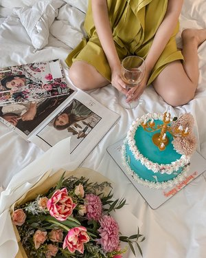 Need more morning like this ✨❤️🥳 still in the 🎂 mood. ...#flatlay #style #minimalist #exploretocreate #cake #flowers #happy #joy #thankful #grateful #clozetteid