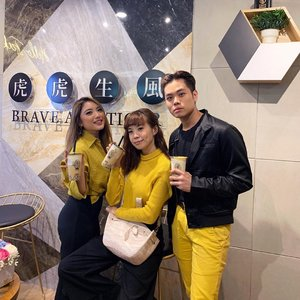 Congrats @tigersugarindonesia on the store opening at @plazaindonesia 🐯❤️ ...#style #stevieculinaryjournal #yellow #whatiwore #steviewears #fashion #clozetteid #yummy