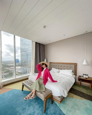 Had a pleasant stay at @mercurejktpik suites room 💕 This room comes with a separate living room and tons of natural light ✨ this would be a perfect #staycation option up in the North !  . . . . . . . #style #explore #exploretocreate #jktinfo #explorejakarta #ootd  #whatiwore #steviewears #clozetteid #love