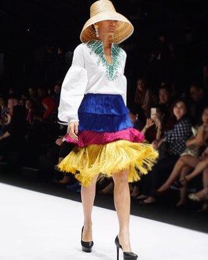 Tassels game strong 💖 Still from @lotuz_jakarta and @ubsgold show yesterday! #jfw2017 . . - Have you read my latest blog post? Kindly click on the link on my profile. 😘 . - #styleblogger #clozetteid  #girls #fashionblogger #designer #model #fashionpeople #fblogger #blogger #패션모델 #블로거 #스트리트스타일 #스트리트패션 #스트릿패션 #스트릿룩 #스트릿스타일 #패션블로거 #style #ggrep #cgstreetstyle #l4l #teenvogue #ootd #design #vscocam