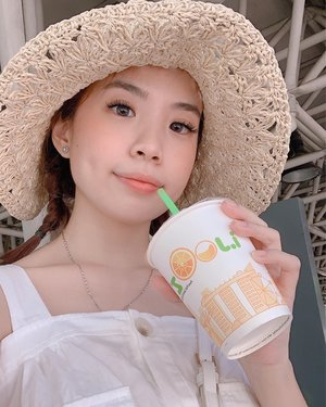 Craving for some fresh juice 🍊Been in love with this @ovspeople hat, you can get it through @zaloraid 💛 . . . . #exploretocreate #style #orange #zaloraid #singapore #clozetteid #zalorastyleedit