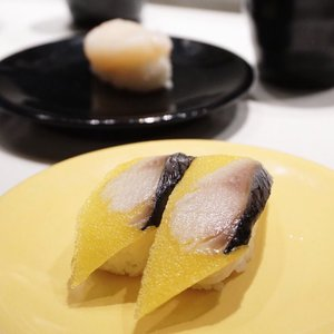 Craving for this � right now!! Current situation is being stuck in J town most loved traffic jam😴 Btw this fish is super unique cause it has a sponge like texture but not fishy at all . . . . . . #stevieculinaryjournal #foodie #yummy #sushi #yellow #food #favouritr #ggrep #clozetteid #stylehaul #potd