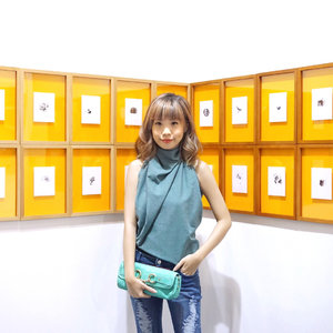 #Throwback to the Vernissage @artjakarta Art Opening night last Thursday ! It's finally the time of the year again! Always been my most anticipated art exhibition in town with artists from all around the globe because arts inspire me in a lot of ways!! It's totally worth the visit , very eye pleasing and soothing for the mind❤️❤️❤️ ....I wore @typographme scarf as my top, I tied them into two knots and viola made myself a new top😍 experimenting with how you style your clothings can surprise you with how much extraordinary pieces you actually own with your own or long forgotten fashion item in your closet! Be bold enough to create your own style and let the world enjoy your colour. ........... ............. #styleblogger #vscocam #beauty #ulzzang  #beautyblogger #fashionpeople #fblogger #blogger #패션모델 #블로거 #스트리트스타일 #스트리트패션 #스트릿패션 #스트릿룩 #스트릿스타일 #패션블로거 #bestoftoday #style #cgstreetstyle #ggrep #ootd  #artjakarta2017 #bblogger #clozetteid