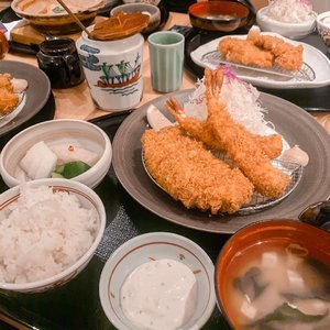 Scrumptious Lunch !! Don't forget to grab lunch people 😋 Yesterday, I tried @katsutoku.id Shrimp and Pork Sirlion katsu set the portion is huge for me, this would be enough for two 🥰 everything is so fresh and yum! Although it may look deep fry but don't let it fool you, it's not greasy at all 👌🏻 . . @katsutoku.id is not a new name in the katsu chain in town , they have their first branch at The Plaza Senayan and now they opened their second store at @plazaindonesia ❤️ A much more visible location compared to the one in senayan which is kinda hidden 😝. . . . . #foodie #yum #love #japan #japanesefood #stevieculinaryjournal #katsu #clozetteid