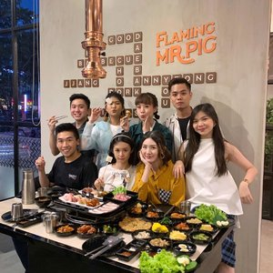 #throwback to our hearty ayce dinner at @flamingmrpig 🐷 food was amazing, perfect ambience and generous 반찬  ban chan ❤️ they got lots of different meat flavors but my favorite are the spicy and miso. A K-BBQ lover? I would totally recommend you to try it out 🥰 will be back soon! .....#stevieculinaryjournal #food #yum #style #kbbq #clozetteid #foodie #yummy
