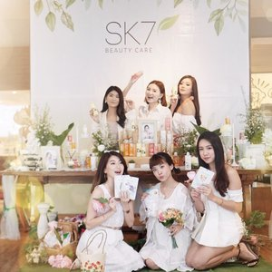 Attended @sk7_beautycare beauty gathering event with my girls // Swipe for their beautiful lipsticks swatches, each of us is wearing a different shade ❤️ and now we have a #GIVEAWAY for you too my online fams!.HOW TO JOIN?1. Must follow @sk7_beautycare and me @steviiewong 2. Spam comments (in the comment section of this post)Be active on my page😊3. Mention 3 of your friends to join (must be an active accounts) and @sk7_beautycare4. Giveaway close on 24 February and I will announce the winner on 28 February 2019 in my IG story ! 5. I will choose 2 winners to get a special gifts consisting of their masks and lipstick from @sk7_beautycare.GOOD LUCK!.#SK7BeautyCare #SK7TemaniHarimu #SK7ManjakanKulitmu