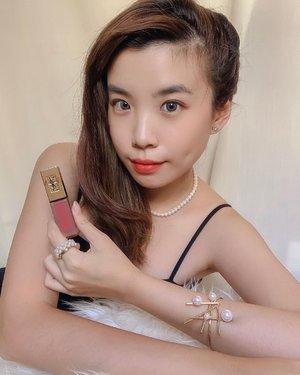 Don't you just love YSL lipsticks ❤️? Cause I really do! Can't never get enough of them. Tatouage Couture and Rouge Pur Couture The Slim are my favorites from YSL Beauty, thanks to their lightweight formula and of course, signature scent. In frame wearing Tatouage Couture matte stain 16 (beautiful mauve rose colour) And I have a good news for all of you - #YSLBeautyID is currently having a super exclusive promotion of BUY 2 GET 1 Lipstick! This exclusive 7-day offer starts from 18-24 May 2020 and you can shop the products now via Whatsapp at 0815 1555 2555. Go and grab them ASAP! #YSLBeauty....#lipstick #beauty #exploretocreate #makeup #collabwithstevie #whatiwore #wakeupandmakeup #style