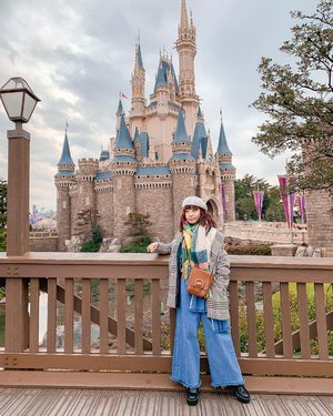 A dream is a wish your heart makes 💫 it's magical and I can't wait to go back ! My favorite month is finally here, hello March 🌟.........#steviewears #outfitinspiration #ootd #tokyo #disneyland #holiday #clozetteid #exploretocreate #shotoniphone #style
