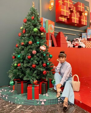 It's beginning to look a lot like #Christmas 🎄 🎅🏻 wrapped in @atsthelabel , steal my look from @pomelofashion on @zaloraid now !! ...... #style #collabwithstevie #beauty #clozetteid #ootd #whatiwore #steviewears #exploretocreate #trypomelo #love #lifeofadventure #chasinglight  #artofvisuals #zalora #atsandme #zalorastyleedit #shotoniphone