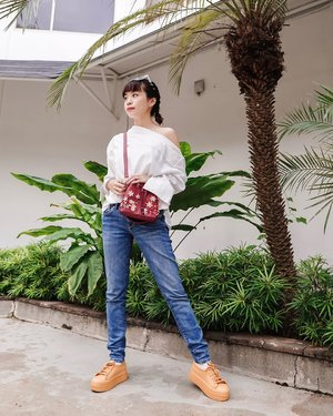 Yesterday may look fine but what's ahead is better ! ☀️☀️☀️ . . . . . . . .  #photooftheday #ootd #sonyforher #ootdwomen #ootdindo #wiwt #steviewears #exploretocreate #clozetteid #ootdstyle #ootdinspiration #lookbookindonesia #fashionblogger #style #whatiwore #stylefashion #streetfashion #streetstyle #melissasquad #streetinspiration #zalorastyleedit #melissagirlsclub