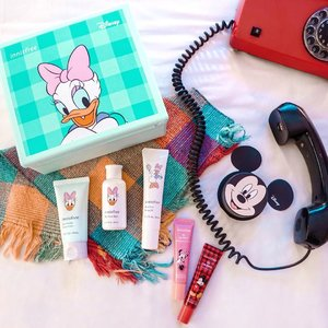 Welcoming new year with the special collaboration of @innisfreeindonesia x @disney Mickey and friends 😍😍😍 A collection all disney fans wouldn't want to miss ! . . . . . . . #flatlay #innisfree #innisfreeindonesia #makeup #clozetteid #shotbystevie #love #disney #mickey #beauty #explore