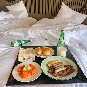 Which team are you, Breakfast in bed or buffet breakfast? 🥞🍳🥛📍 @pullmanciawivimalahills .....#throwback #clozetteid #love #exploretocreate #style #staycation