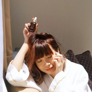 Investing in your skin is the best self-care! Every time I felt my skin needed the extra boost I'll always go back to this @esteelauderid ANR . This little bottle works wonder like no other! .....#esteeid #anr #beauty #esteelauder #style #skincare #collabwithstevie #clozetteid #advancednightrepair #tampilcantik
