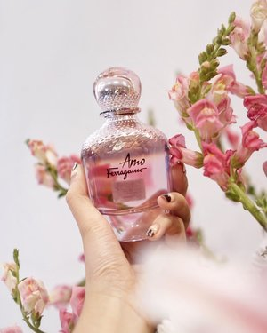 Earlier at the launching of  #amoferragamo !! A very sweet and glamorous scent perfect for today's ladies who's always on the go. Are you a sweet scent oriented person? Then here's another scent you don't want to miss out 🌸 . . . . #ferragamo #ferragamoparfums @luxasia_id @ferragamo #clozetteid #shotbystevie #collabwithstevie #handsinframe #beauty