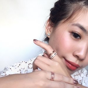 Classic pieces are timeless and so is being kind ! Showing compassion & sharing love never goes out of style ❤️🥰 featuring my classic rings by @danielwellington !! Current fav way to accessorize my rings are by stacking them 😍 Don't forget to quote steviewong on www.danielwellington.com to get additional 15% off~ . . . #DanielWellington #DWcompletethelook #collabwithstevie #exploretocreate #style #steviewears