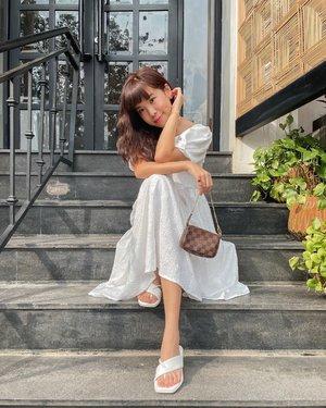 """Happiness lives inside the smallest moments."" . . - 📸 @vm_3596 . . . . . . . . . . . . . #ootdfashion #explore #wiwt #steviewears #exploretocreate #style #whatiwore #ootdinspiration #love #fashionblogger #ootd #shotoniphone #streetinspiration #clozetteid #ootdindo #fashionpeople"